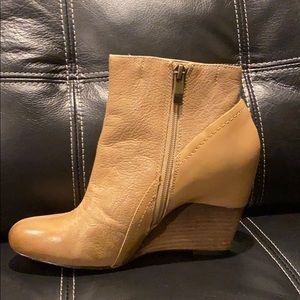 Woman's Tan Vince Camuto Boots